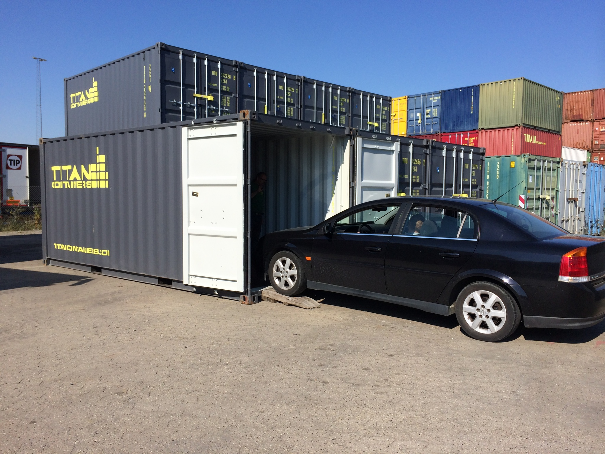 SELF STORAGE FACILITY TITAN CONTAINERS Car Storage